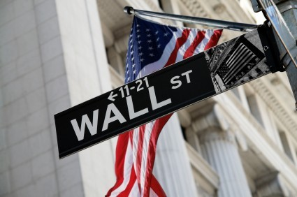 Wall Street interrompe la striscia positiva, realizzi prima di Trump
