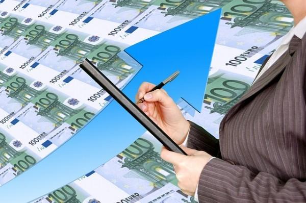 Banche, accelera la crescita dei prestiti, sofferenze ai minimi da giugno 2014