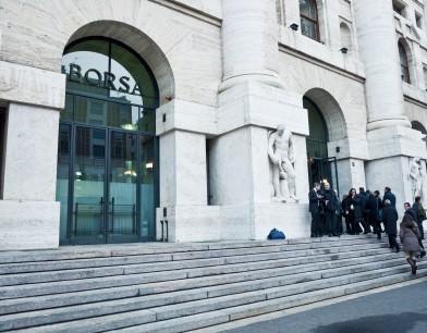 Borsa Milano in leggero ribasso a metà giornata, Bper pesante