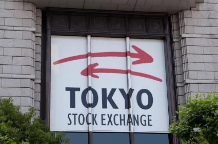 Borsa Tokyo in leggero rialzo su indebolimento cambio Yen