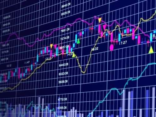 Ftse Mib oggi: azioni Intesa Sanpaolo e trimestrale. Meglio vendere o comprare dopo i conti?