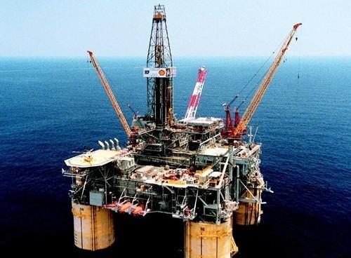 Prezzo petrolio 15 febbraio 2018, calo dopo pubblicazione nuove stime americane su produzione