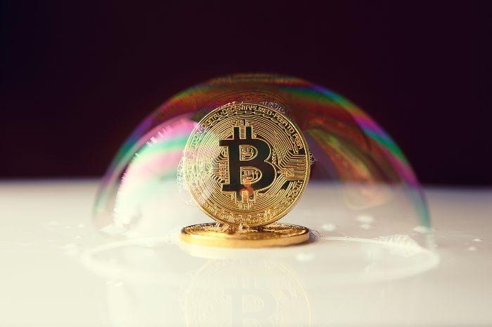 Bitcoin, previsioni vedono crollo a 6000 dollari: allert di Goldman Sachs sulla quotazione BTC