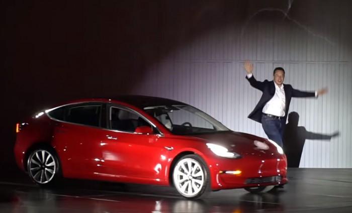 Tesla: sempre più orsi sulle azioni, un azzardo le previsioni sul crollo del 36%?