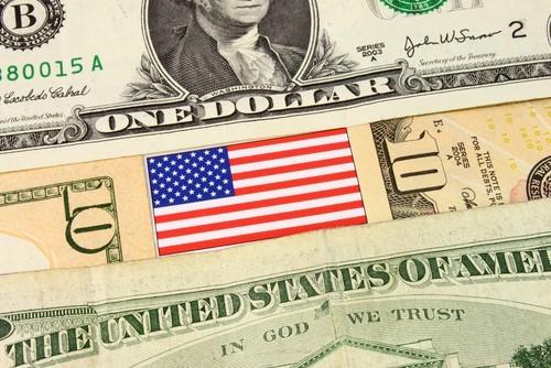 Cambio Euro Dollaro: tsunami ribassista per EUR/USD, previsioni 2018 sopravvalutate