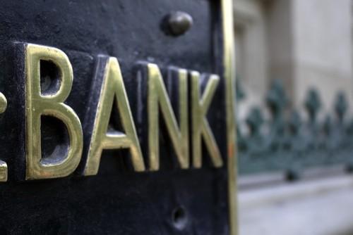 Azioni Intesa Sanpaolo, UBI Banca, Credem: vendere su Borsa Italiana oggi dopo taglio outlook di S&P?