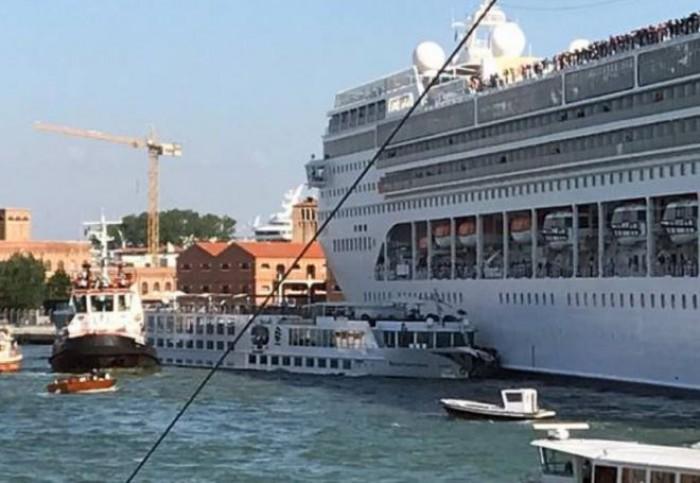 Passa la paura a Venezia, ma la nave ci resta. Crociera annullata e passeggeri rimborsati