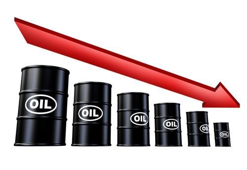 Prezzo petrolio: crollo a 20 dollari con scenario peggiore, allert Banca Centrale Russa