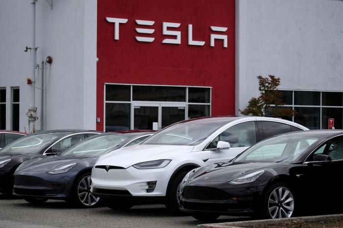 Azioni Tesla bollenti a Wall Street oggi? Pre-market incandescente per titolo