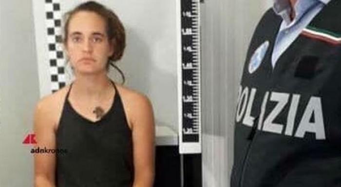 Carola Rackete arrestata, ma la raccolta fondi va a gonfie vele. Nel web spunta la sua foto segnaletica