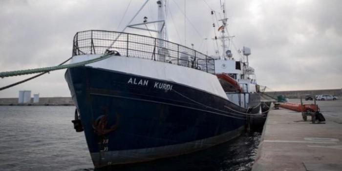 Migranti, Salvini vuole pieni poteri. Intanto alle Ong maxi multe e navi confiscate