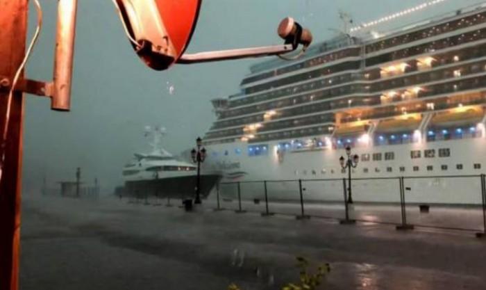 Navi da crociera, a Venezia per il maltempo sfiorato un altro incidente