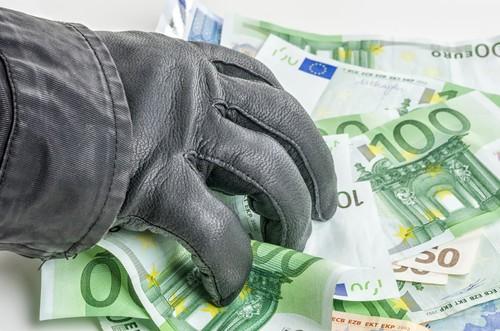 Prelievo forzoso: come salvarsi e dove mettere i soldi per difendersi