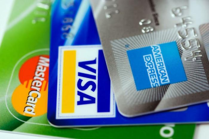 Arriva la tassa sui contanti, per una transazione con carta di credito fino al 9% di commissioni