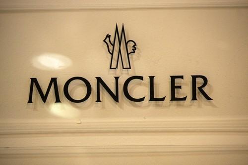 Perchè azioni Moncler crollano in borsa oggi?