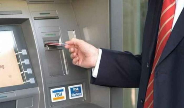 Tassa prelievo contanti e credito imposta pagamenti digitali: ecco come funziona la proposta anti-evasione