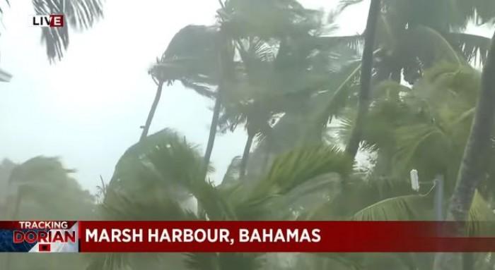 Uragano Dorian soffia venti fino a 354 km/h. 800mila evacuati e morti per le strade