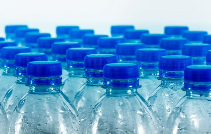 Arriva la tassa sulla plastica, ma potrebbe non funzionare, ecco perché