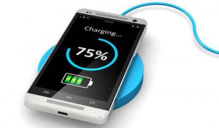 Come caricare lo smartphone senza rovinare la batteria