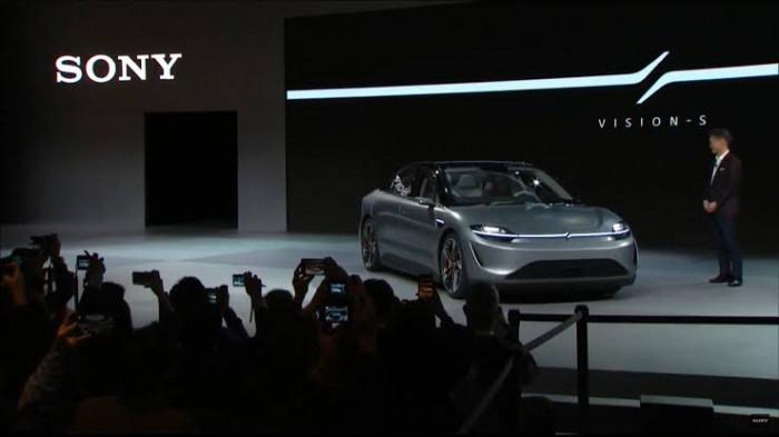 Sony sorprende tutti, non lancia la nuova Play Station, ma un'automobile completamente elettrica