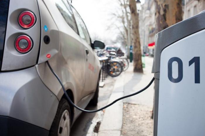 Il Regno Unito pronto ad anticipare lo stop alle auto a benzina e diesel al 2032
