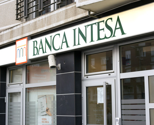 Intesa Sanpaolo ritraccia dopo massimi annui, finito effetto conti 2019?