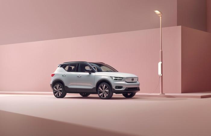 Nuova Volvo XC40 Recharge: il SUV elettrico dal minimo impatto ambientale