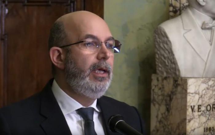 Coronavirus, Vito Crimi contro l'Ue e contro il Mes rilancia l'appello di 67 economisti italiani