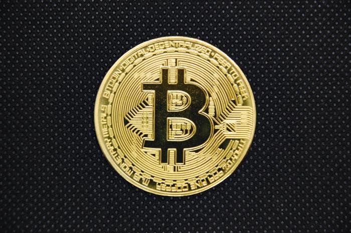 Correlazione Bitcoin Oro in aumento: i segnali per fare trading