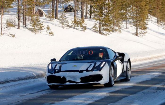 Ferrari ibrida. Delle foto spia rivelano un prototipo