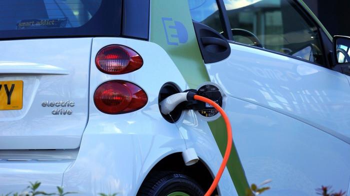 Azioni Tesla, Nikola e NIO: settore auto elettriche rischia una bolla?