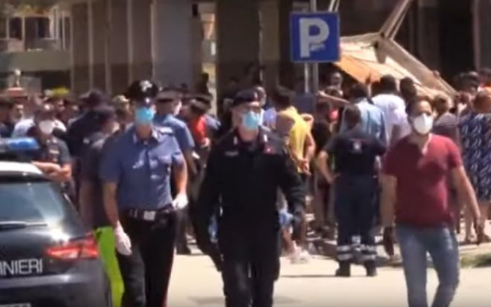 Mondragone zona rossa, ed è scontro nelle strade tra i residenti e la comunità bulgara
