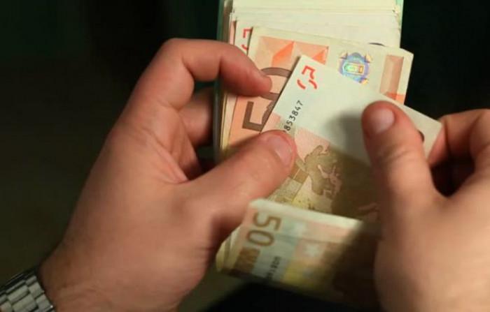 Uso del contante, da domani il tetto scende a 2.000 euro e arriva anche lo sconto sul Pos
