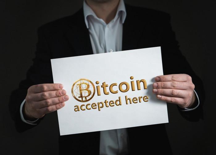 Bitcoin: fase rialzista maniacale in vista ma oggi BTCUSD è ingabbiato in un trend laterale