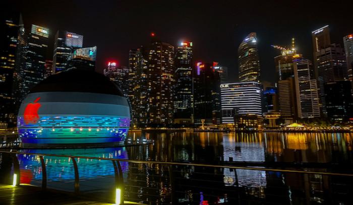 Apple: a Singapore apre il primo store galleggiante