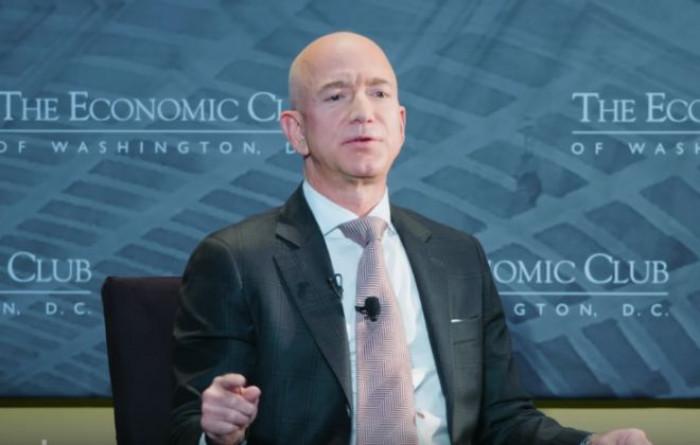 Bezos, l'uomo più ricco del mondo a un passo dai 200 miliardi di patrimonio, record storico per Forbes