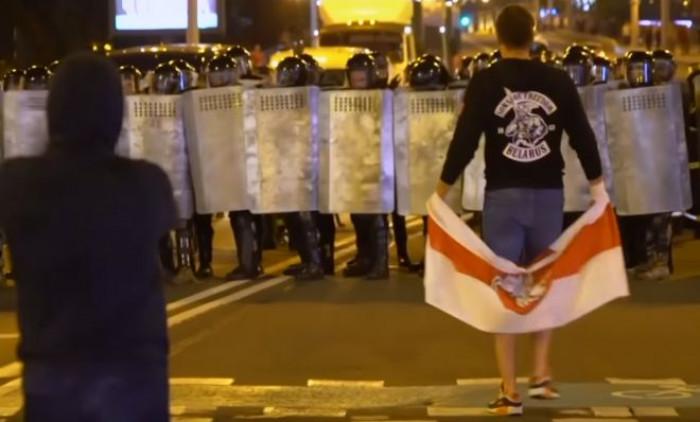 Bielorussia: l'Ue non riconosce il voto del 9 agosto, ma anche la Cina appoggia Lukashenko