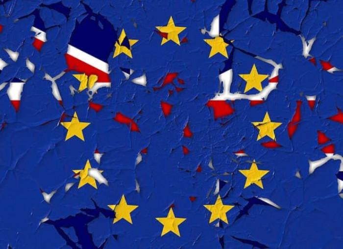 Brexit, presentato il progetto di legge. Ue: