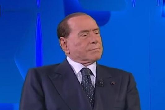 Ricoverato Silvio Berlusconi, al San Raffaele per accertamenti dopo essere risultato positivo al Covid-19
