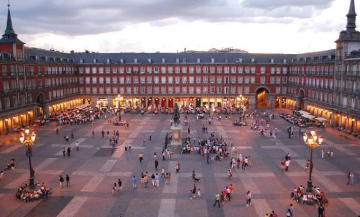 Coronavirus, nuovo lockdown per Madrid imposto dal governo ma i rappresentanti locali si oppongono
