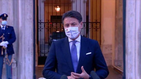 Nel nuovo decreto obbligo mascherine, proroga app Immuni a fine 2021 e meno potere alle regioni