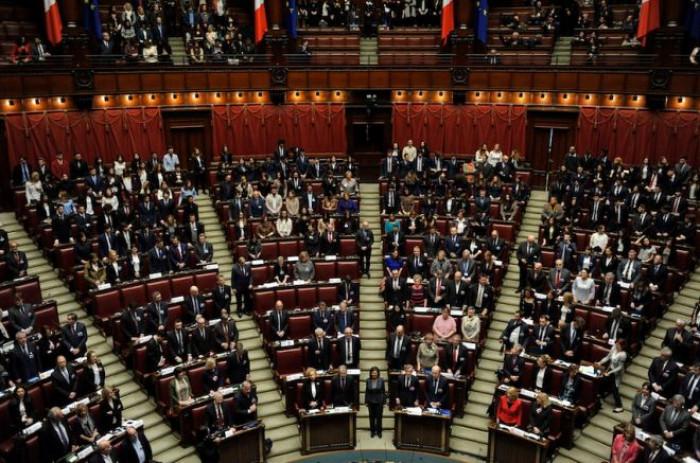 Sondaggi politici: Renzi supera Calenda e tra i partiti più grandi a crescere è solo il M5s