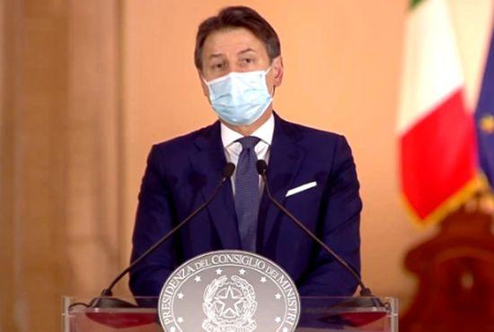 Coronavirus, l'Italia verso il lockdown soft. Nel nuovo Dpcm potrebbe esserci il coprifuoco dalle 18