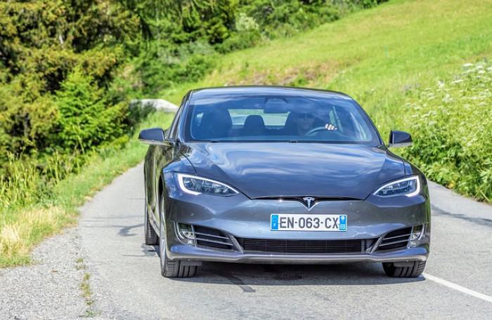 Crollo Tesla è possibile? Elon Musk lancia l'alert, attenzione alle bolle
