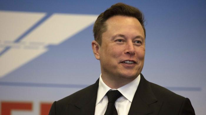 Tesla e Apple, inizia il duello a distanza