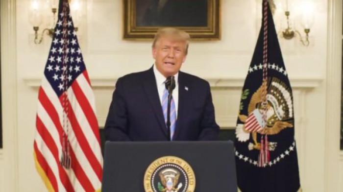 Facebook e Instagram bloccano i profili di Trump fino a fine mandato, e i Democratici chiedono l'impeachment
