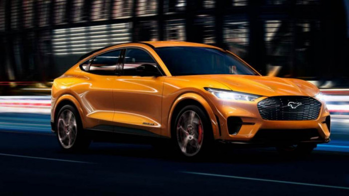 Ford: entro il 2030 solo auto elettriche