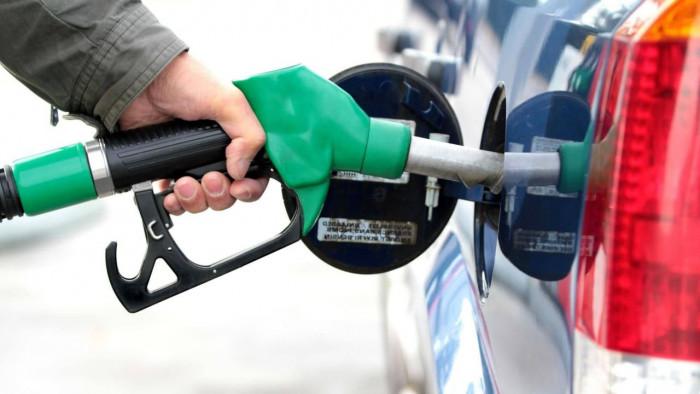 Auto a benzina in calo? Lo dice uno studio
