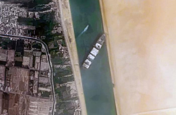 Disincagliata la Ever Given, ma la nave portacontainer che blocca il Canale di Suez è ancora lì
