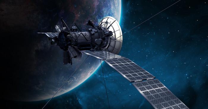 Pagamenti blockchain tra satelliti in orbita: JP Morgan vola in alto